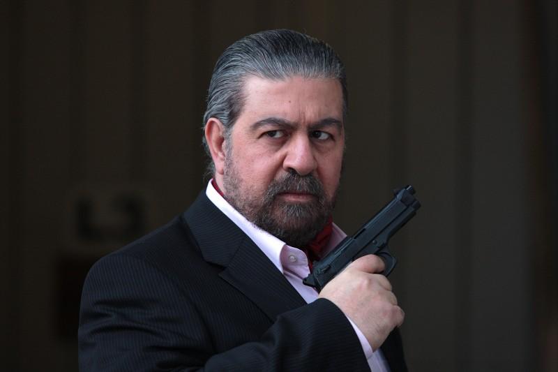 Lello Arena nei panni del temibile boss Tano Bambardella nella serie di Canale 5, Baciati dall'amore