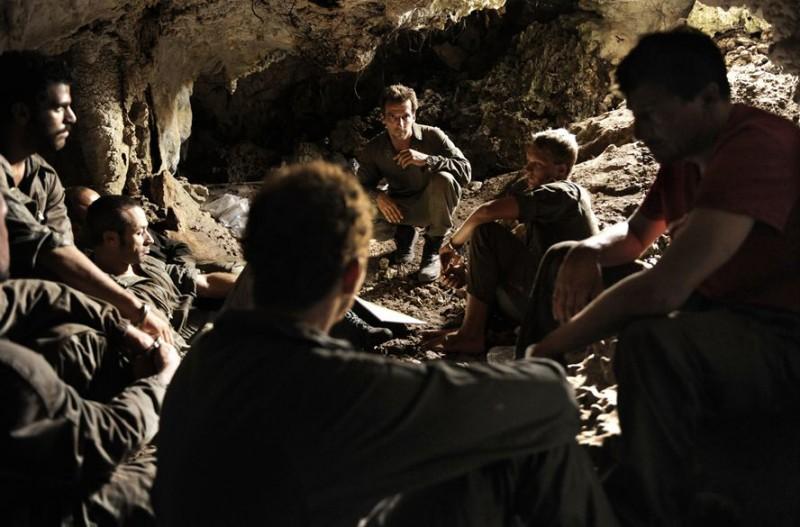 Mathieu Kassovitz (al centro) nel film L'ordre et la morale