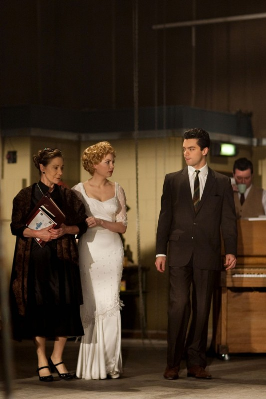 Michelle Williams in My Week With Marilyn con Dominic Cooper e Zoe Wanamaker