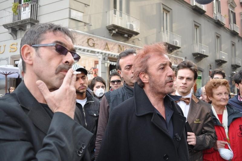 Patrizio Rispo nei panni di Nicolino Amore in una scena del film L'era legale
