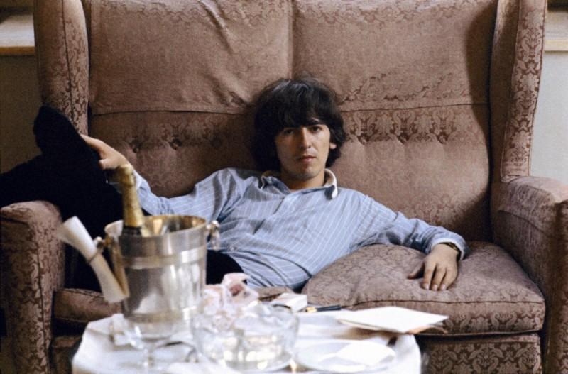 Un giovane George Harrison in una scena del film di Martin Scorsese