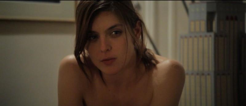 Valérie Donzelli senza veli in una scena del dramma La guerre est déclarée