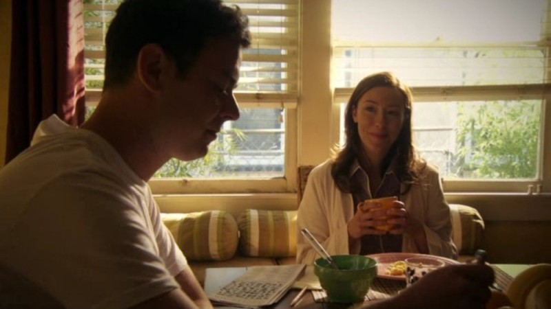 Colin Hanks e Molly Parker in una scena familiare dell'episodio Nebraska