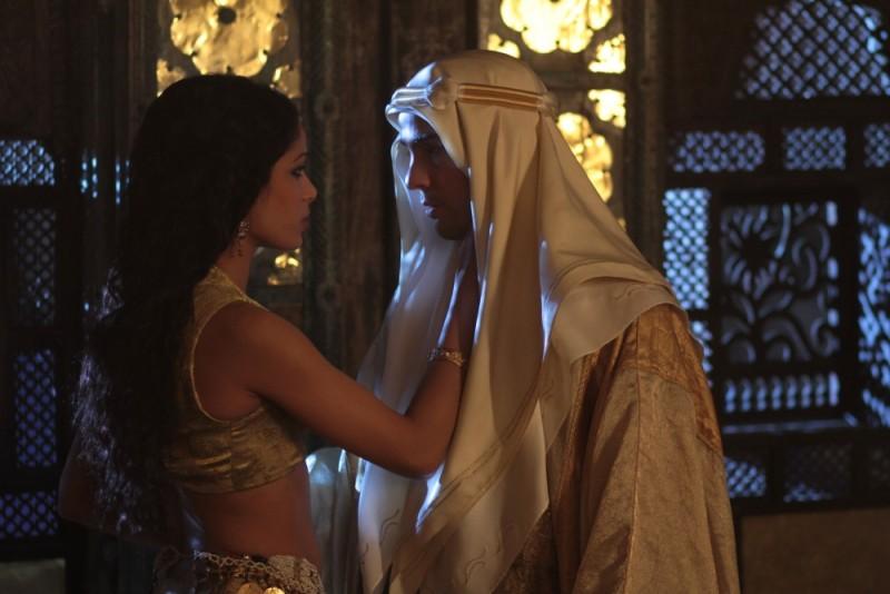 Il principe del deserto, Freida Pinto e Tahar Rahim in un'immagine del film