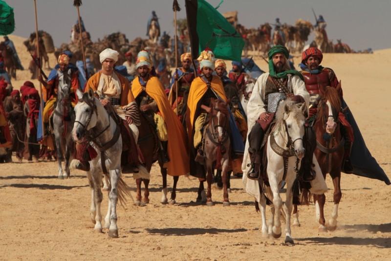 Il principe del deserto, Mark Strong e Tahar Rahim in battaglia in una scena del film
