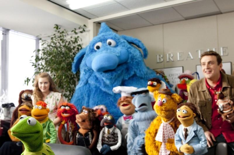 Jason Segel e Amy Adams insieme ai loro amici Muppet