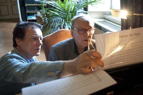 Massimo Ranieri ed Ennio Morricone discutono del commento musicale della commedia televisiva Questi fantasmi