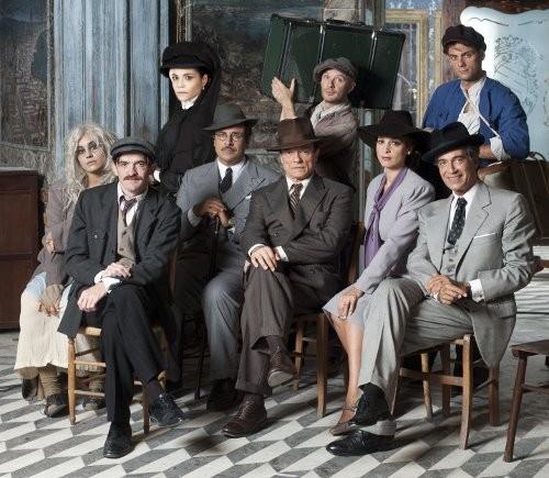 Massimo Ranieri insieme a Donatella Finocchiaro e al resto del cast della produzione Rai Questi fantasmi