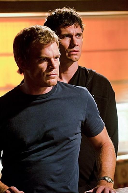 Michael C. Hall in una scena dell'episodio Nebraska insieme a Christian Carmago