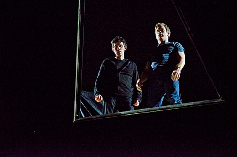 Michael C. Hall in una scena dell'episodio Nebraska insieme al 'fratello' Christian Carmago