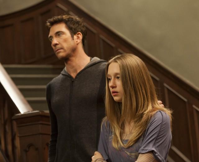 American Horror Story: Dylan McDermott con Taissa Farmiga nell'episodio Open House