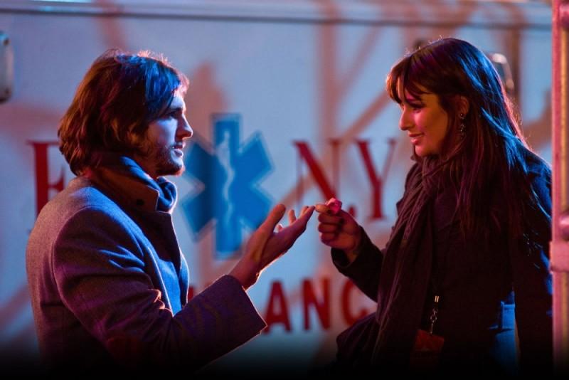 Ashton Kutcher e Lea Michele in una romantica immagine di Capodanno a New York