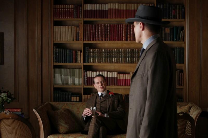 Boardwalk Empire: Steve Buscemi e Michael Shannon in una scena dell'episodio Peg of Old
