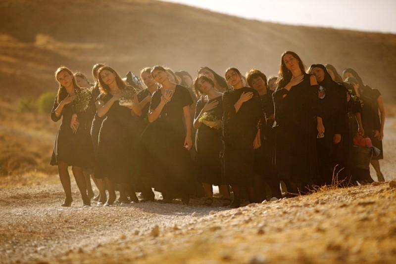 Where Do We Go Now?, una suggestiva scena del film diretto e interpretato da Nadine Labaki