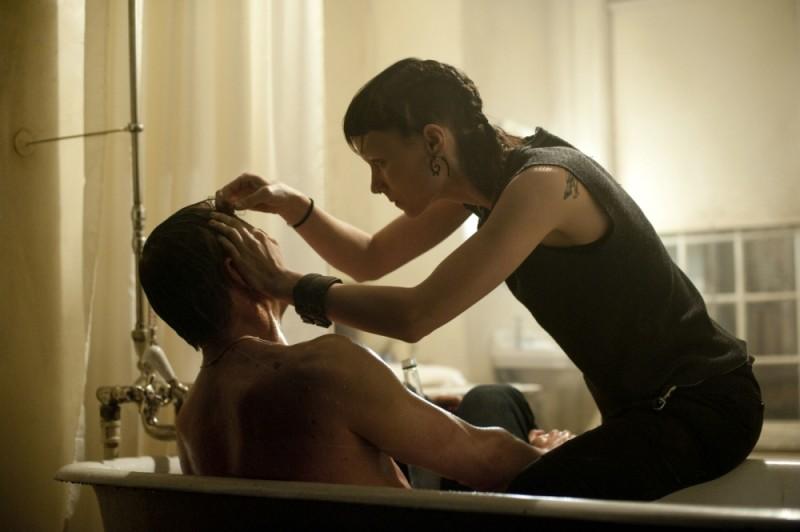Daniel Craig insieme a Rooney Mara in una scena del film Millennium - Uomini che odiano le donne