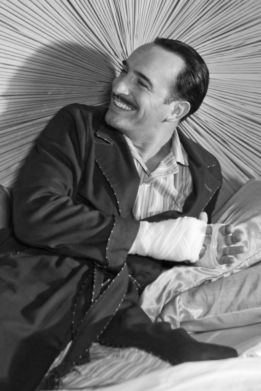 Jean Dujardin sorride in una scena di The Artist