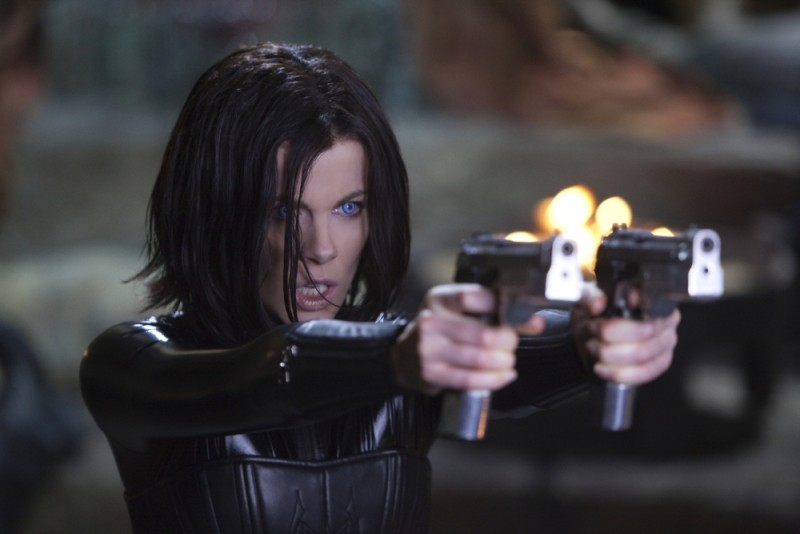 Kate Beckinsale splendida protagonista di Underworld: Il risveglio in una scena del film