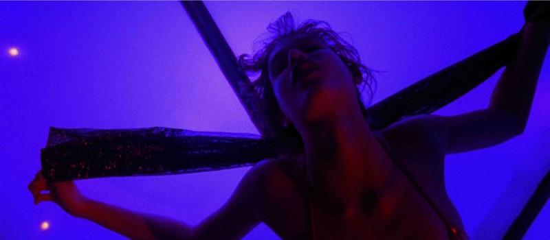 Paz de la Huerta impegnata in una psichedelica lap dance nel film Enter the Void