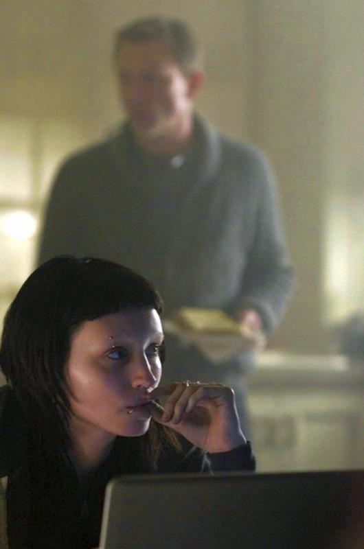 Rooney Mara in una scena del film Millennium - Uomini che odiano le donne insieme a Daniel Craig