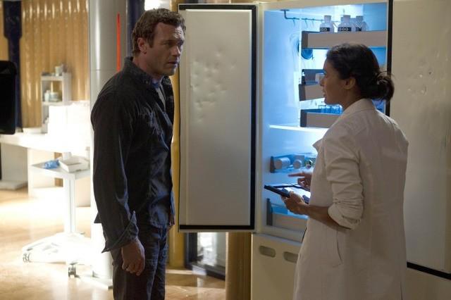 Terra Nova: Jason O'Mara e Shelley Conn nell'episodio Proof