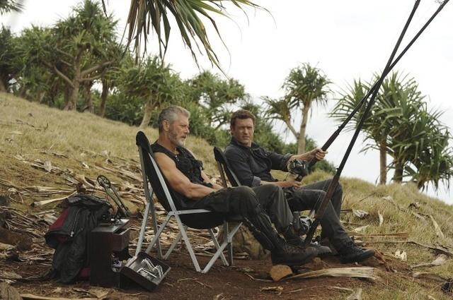 Terra Nova: Jason O'Mara e Stephen Lang in una scena dell'episodio Proof