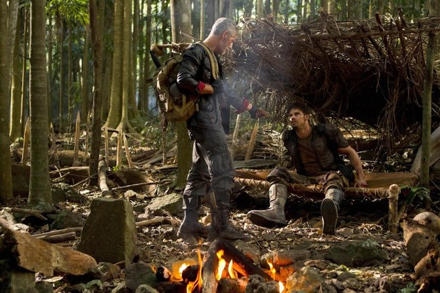 Terra Nova: Jay Ryan e Stephen Lang nell'episodio Proof