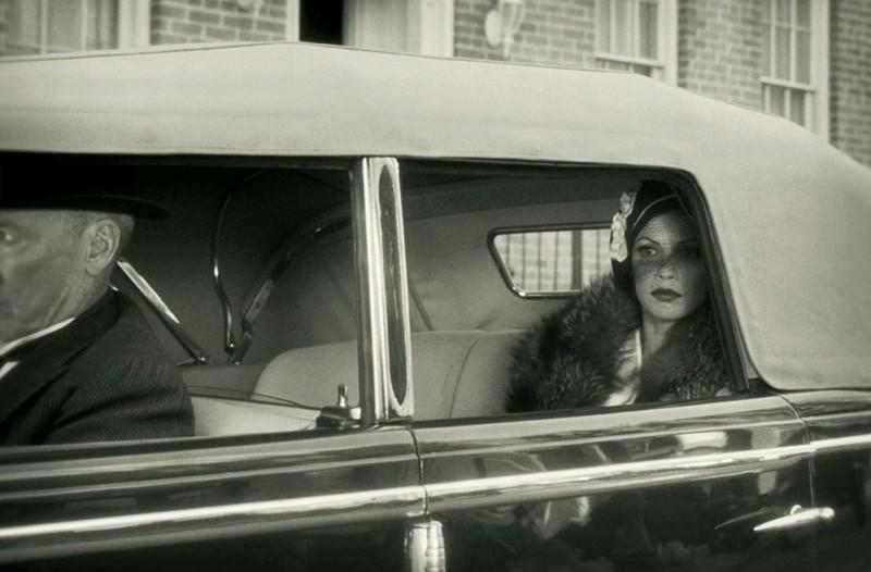 The Artist: Bérénice Bejo in auto in una scena del film
