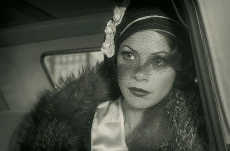 The Artist: Bérénice Bejo scura in volto in una scena del film