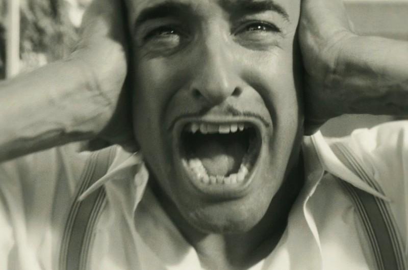 The Artist: Jean Dujardin disperato in una scena del film