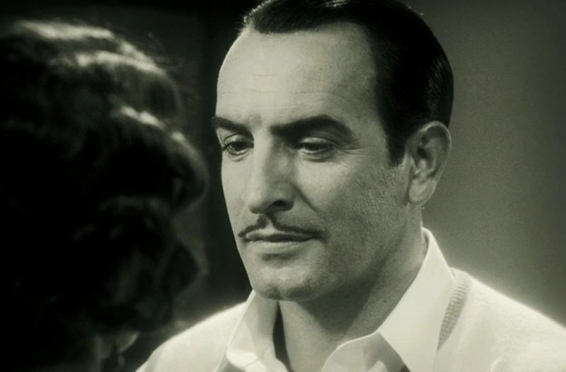 The Artist: Jean Dujardin parla con la sua amata in una scena del film