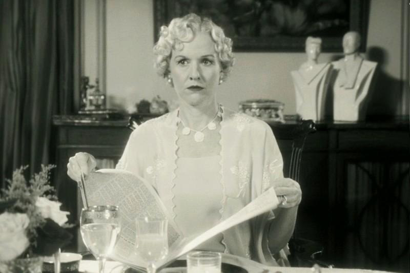 The Artist: Penelope Ann Miller in una scena del film
