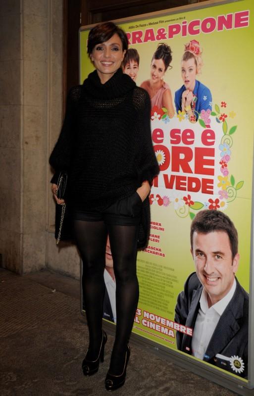 Ambra alla premiere di Anche se è amore non si vede vestita da GUCCI (Collezione Autunno-Inverno 2011-12)