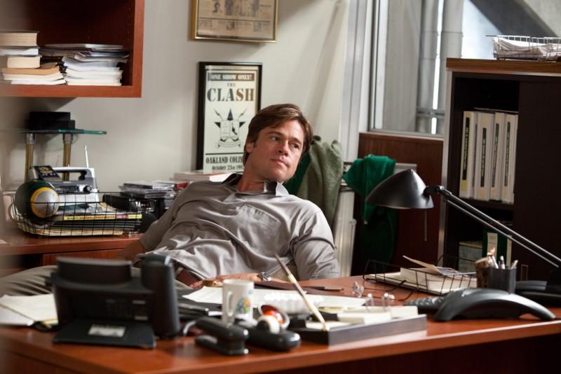 Brad Pitt in una scena tratta dal film sportivo L'arte di vincere - Moneyball