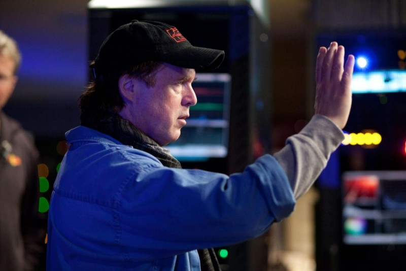 Il regista Brad Bird dirige i lavori sul set di Mission: Impossible - Protocollo Fantasma