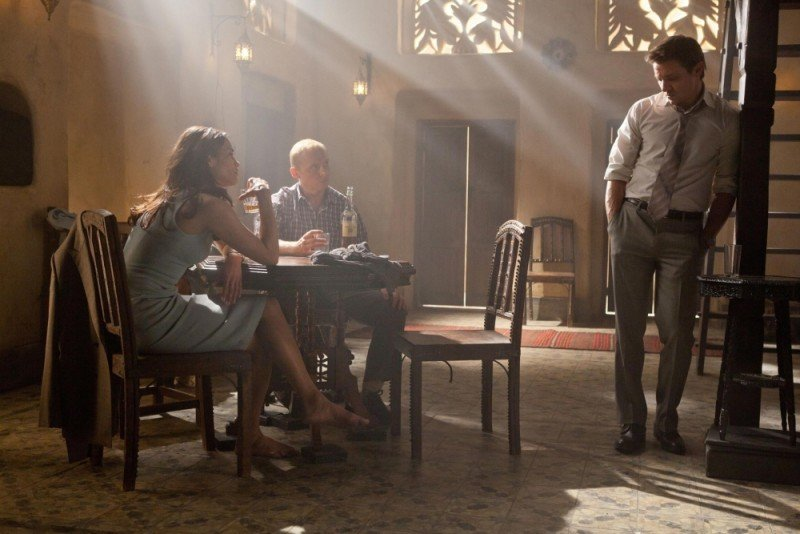 Jeremy Renner, Paula Patton e Simon Pegg in una scena di Mission: Impossible - Protocollo Fantasma