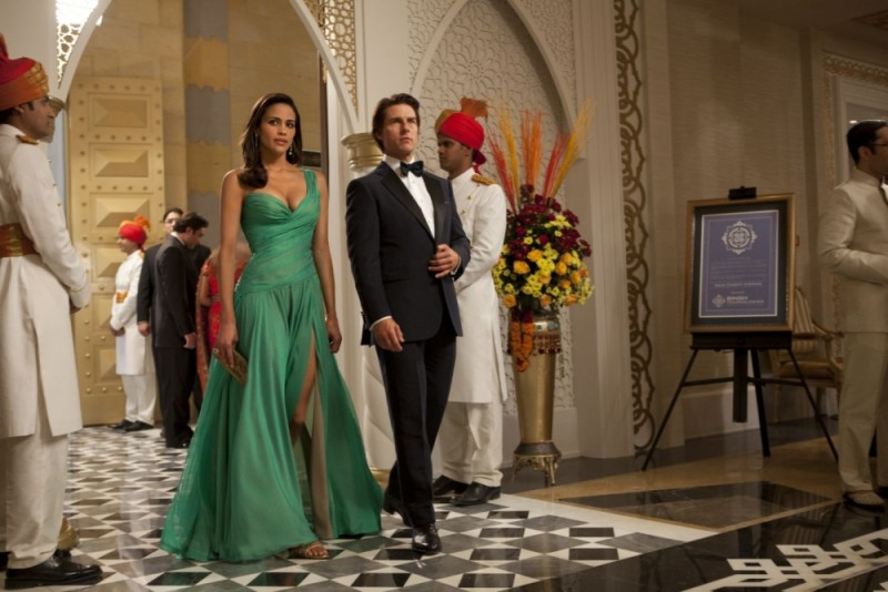 Tom Cruise e Paula Patton elegantissimi in una scena di Mission: Impossible - Protocollo Fantasma