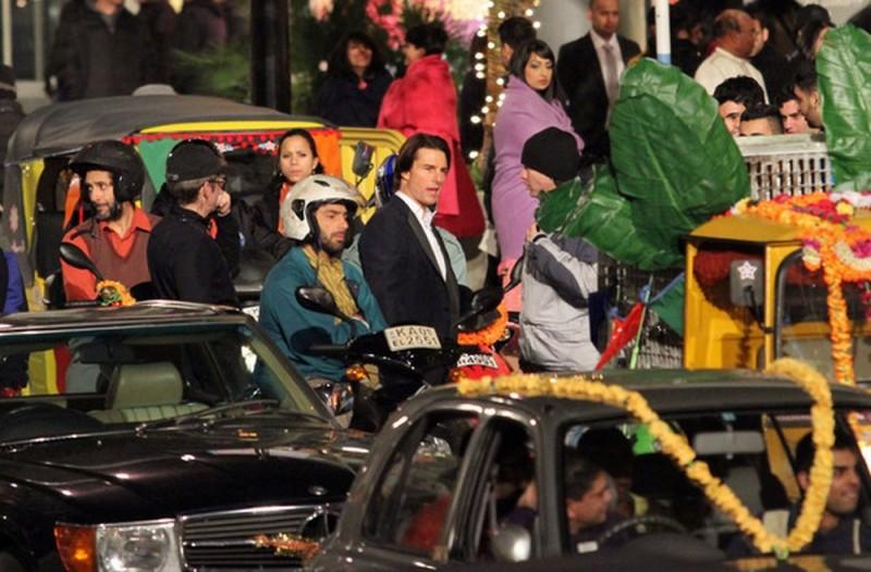 Tom Cruise sull'affollatissimo set di Mission: Impossible - Protocollo Fantasma