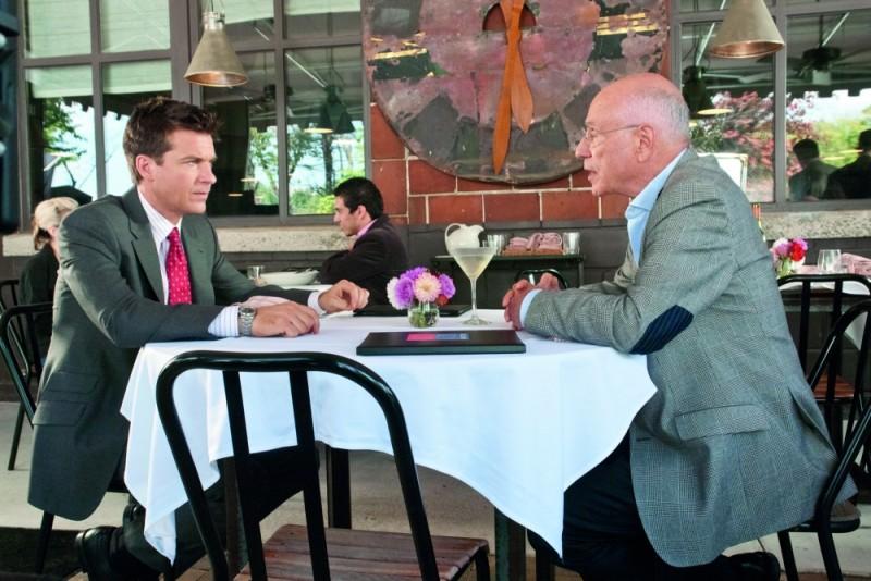 Alan Arkin e Jason Bateman in una scena di Cambio Vita
