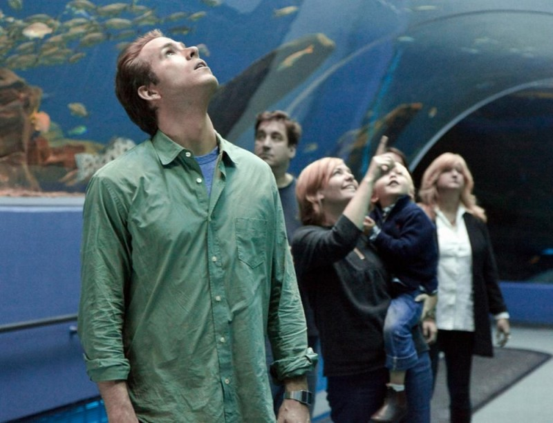 Ryan Reynolds in visita all'acquario in una scena di Cambio Vita
