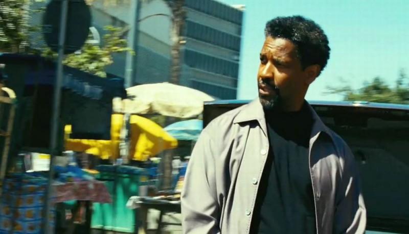 Denzel Washington in un'immagine tratta dal thriller Safe House