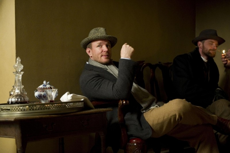 Guy Ritchie sul set di Sherlock Holmes: A Game of Shadows