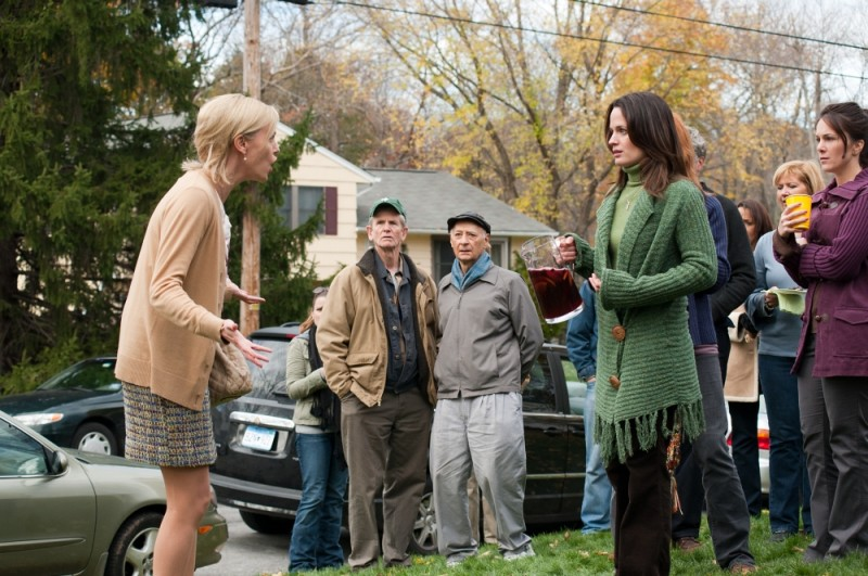 Charlize Theron in una scena di Young Adult insieme ad Elizabeth Reaser