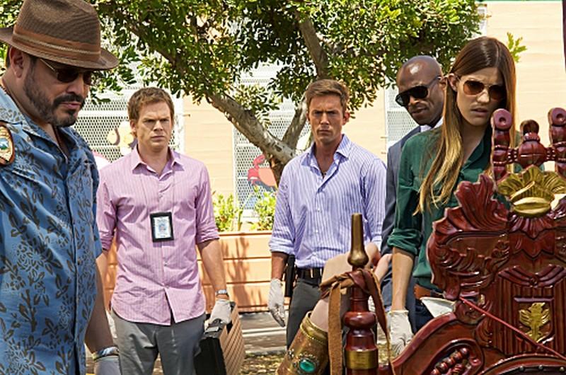 David Zayas, Michael C. Hall, Desmond Harrington, Billy Brown e Jennifer Carpenter in una scena dell'episodio Sins of Omission