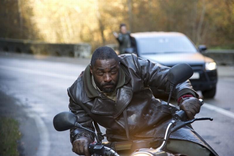 Ghost Rider: Spirit of Vengeance, Idris Elba sfreccia in moto in una scena del film