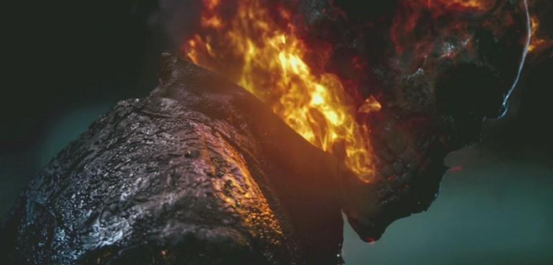 Ghost Rider: Spirit of Vengeance, un primo piano del fantasma motociclista in una scena del film