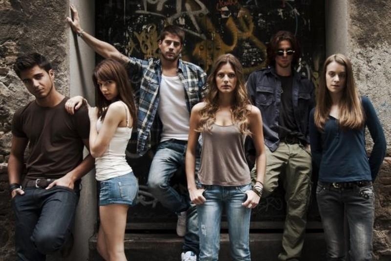 Il cast di Paranormal Xperience 3D in una foto promozionale del film