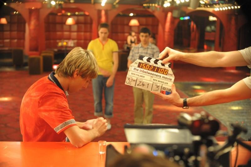 James Buckley sul set di Finalmente maggiorenni
