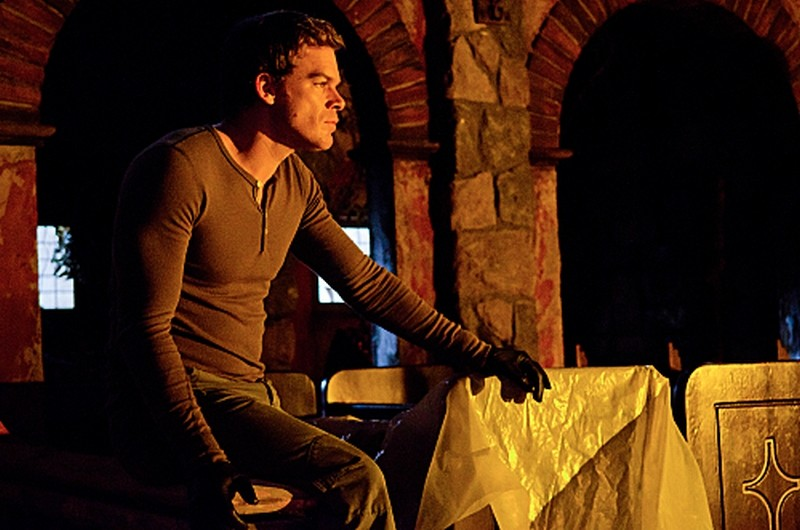 Michael C. Hall in una scena dell'episodio Sins of Omission