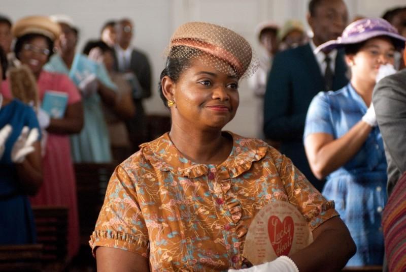 Octavia Spencer sorride in una scena di The Help