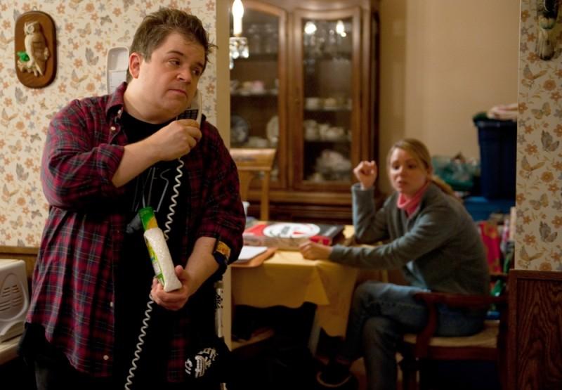 Patton Oswalt in una scena di Young Adult insieme a Collette Wolfe